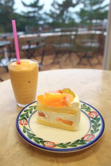 フルーツケーキと柿ミルクスムージー!!